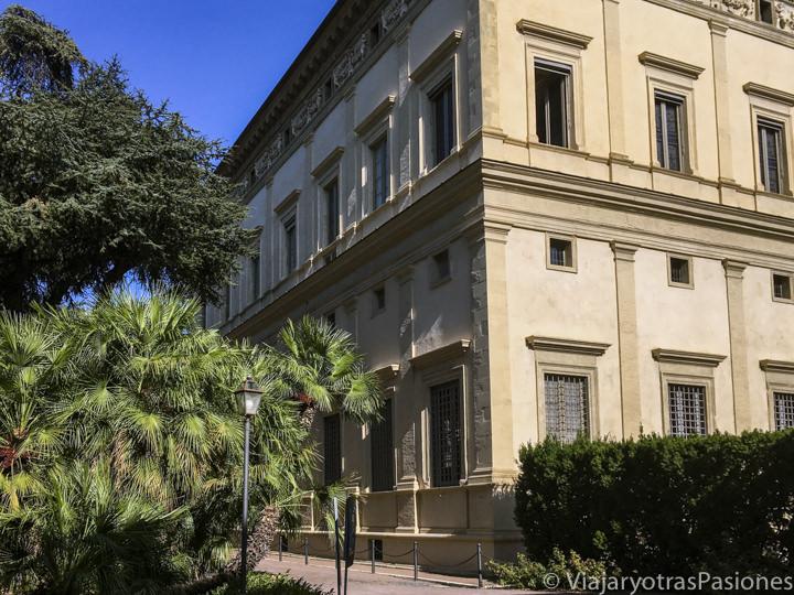 Exterior de la famosa Villa Farnesina cerca de Trastevere en Roma, Italia
