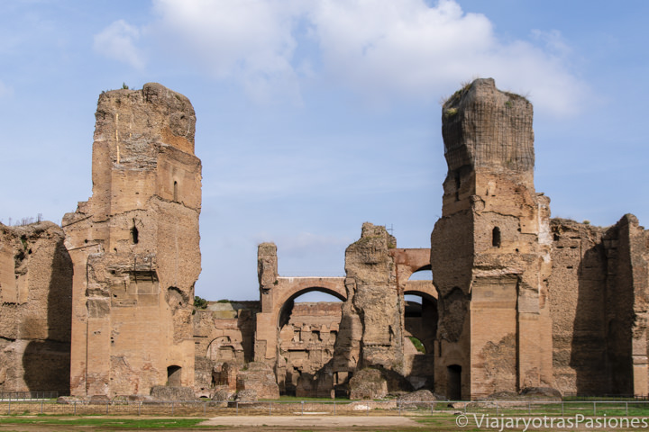 Vista de las imponentes Terme di Caracalla en Roma, Italia
