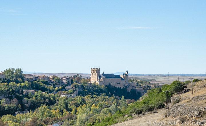 Hermosa vista del Alcázar desde el mirador de La Lastrilla, enfrente del Parador, uno de los mejores hoteles de Segovia