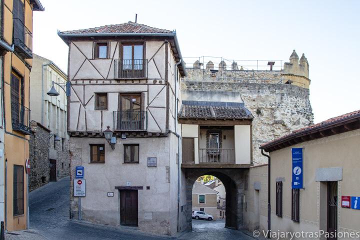 Entrada del barrio de la judería de Segovia, en España
