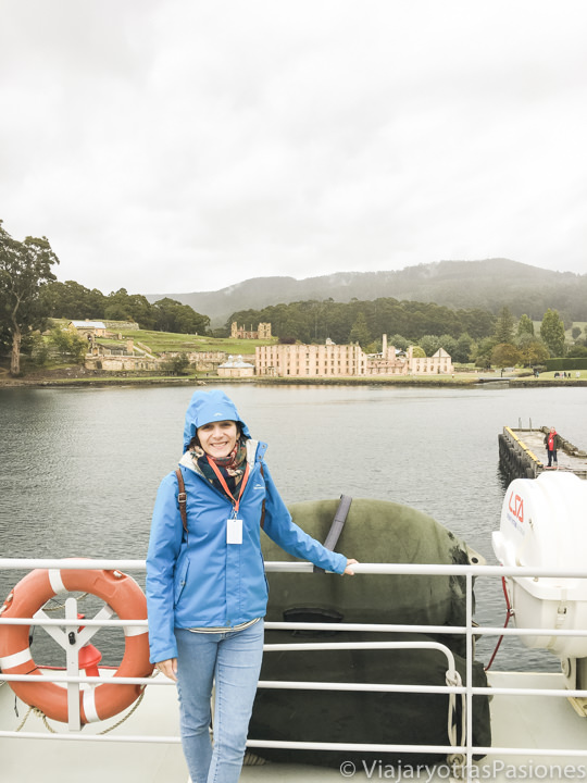 En la lluvia cerca de Port Arthur en Tasmania, Australia