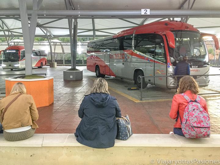 Interior de la estación de buses de Segovia, España