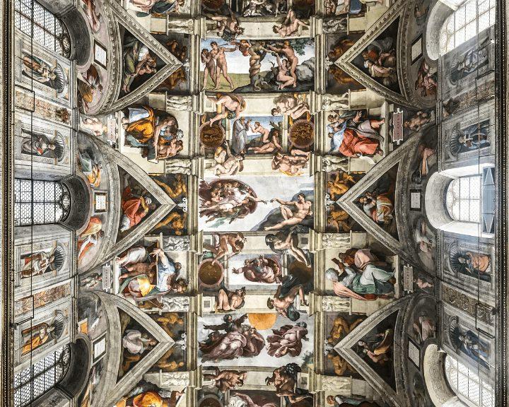 Panorama de los famosos frescos de Michelangelo en la Capilla Sixtina, en Roma
