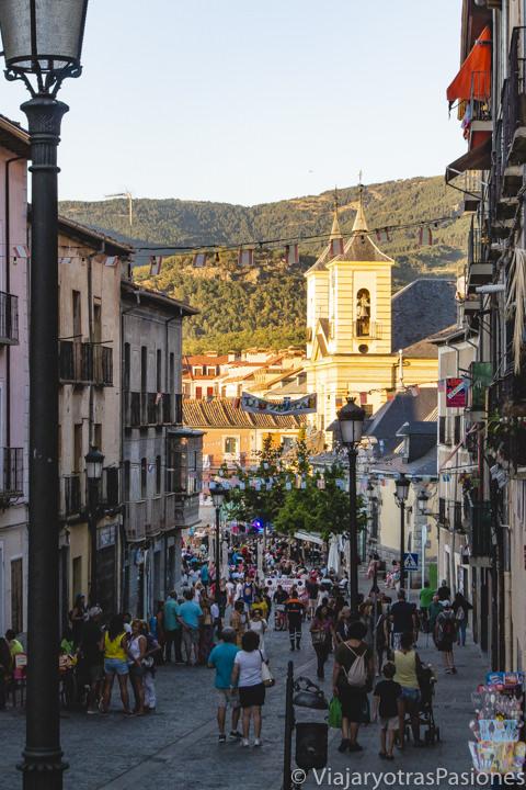 Calle para llegar a la plaza de los Dolores en La Granja, España