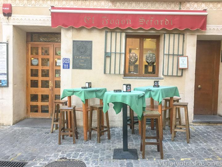 Fachada del restaurante de Segovia el Fogón Sefardí, España