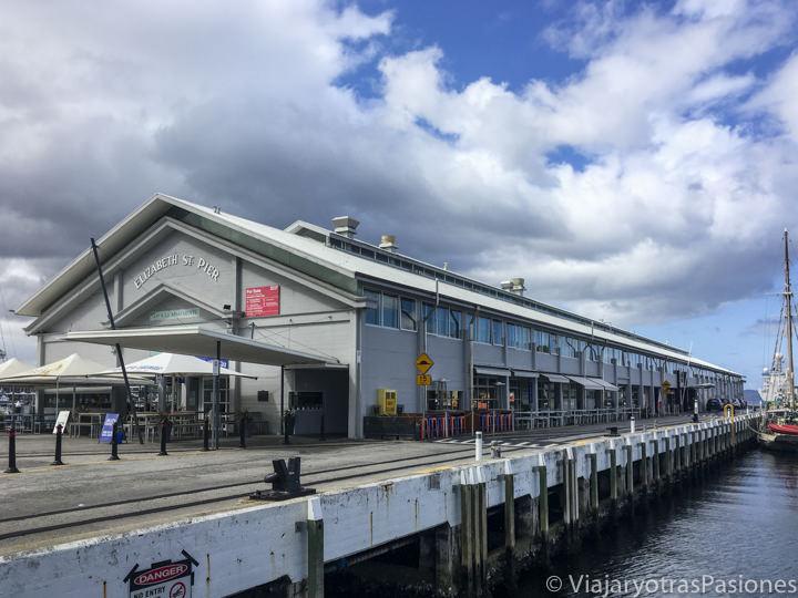 Vista del bonito  Elizabeth Street Pier en Hobart, Australia