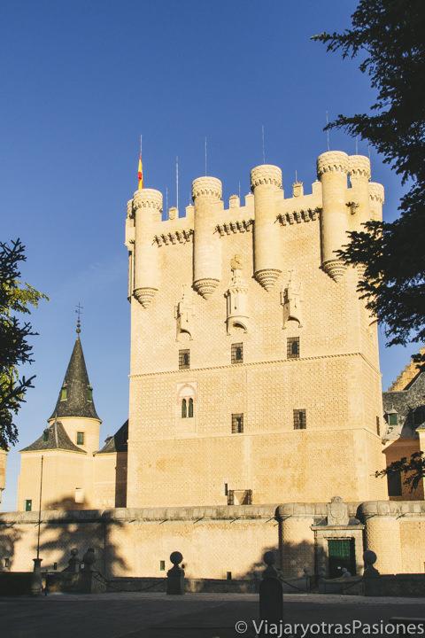 Increíble entrada del famoso Alcázar de Segovia, España