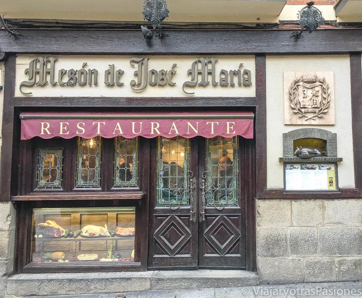 Fachada del famoso restaurante de José María en el centro de Segovia, España