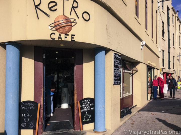 Exterior del retro café en Salamanca Place, Hobart