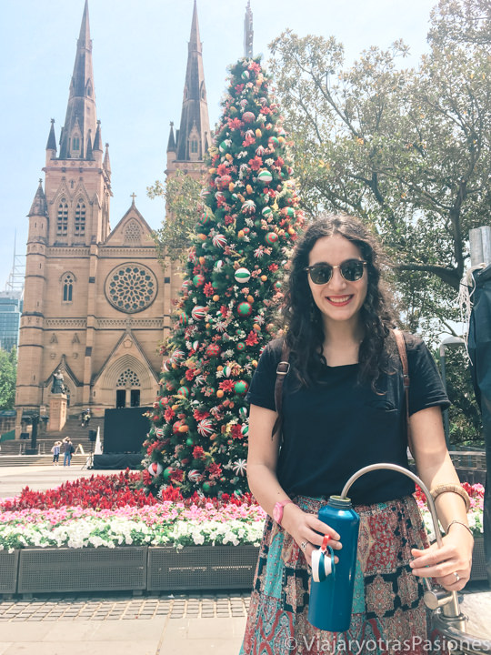 Fuente de agua frente a la catedral de Sydney an Australia