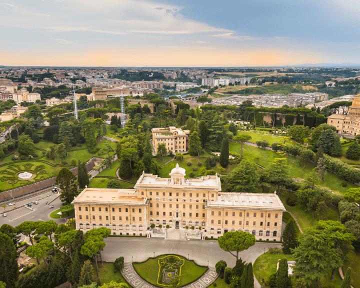 Panorama de los Jardines Vaticanos en Roma, Italia