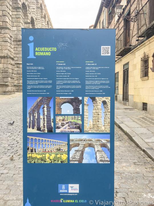 Cartel con la información sobre el Acueducto de Segovia, España