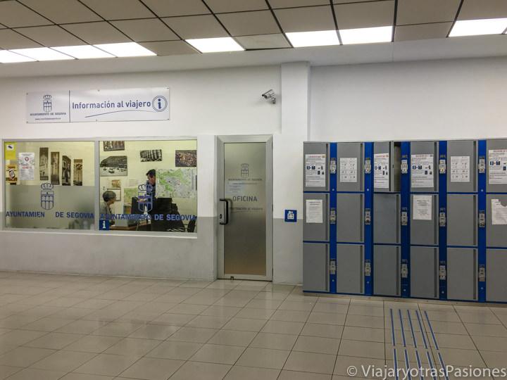 Interior de la estación de autobuses de Segovia, España