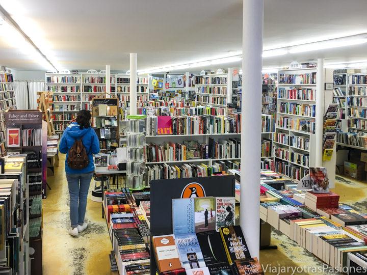 Interior de la bonita Hobart Bookshop en Tasmania, Australia