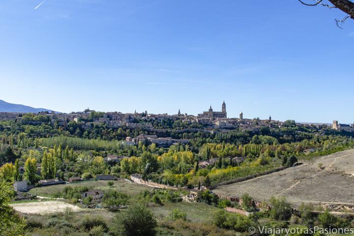 Bonita panorámica desde el mirador de La Lastrilla en Segovia, España
