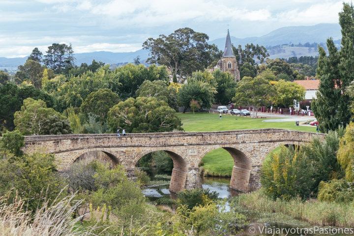 Vista del hermoso puente de Richmond, el mas antiguo de Australia