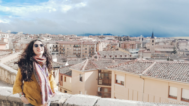 Bonita vista desde el mirador de la Canaleja en la Calle Real de Segovia, España