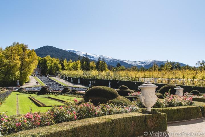 Increíble vista de los jardines del Palacio de La Granja de San Ildefonso en España