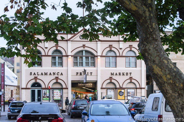 Vista del precioso Salamanca Fruit Market en Hobart, Australia