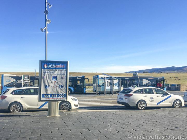 Imagen de los típicos taxis de Segovia, España