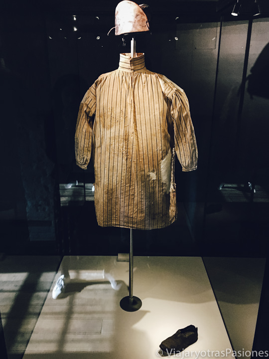 Antigua uniforme de los convictos en el Hyde Park Barracks de Sydney, Australia