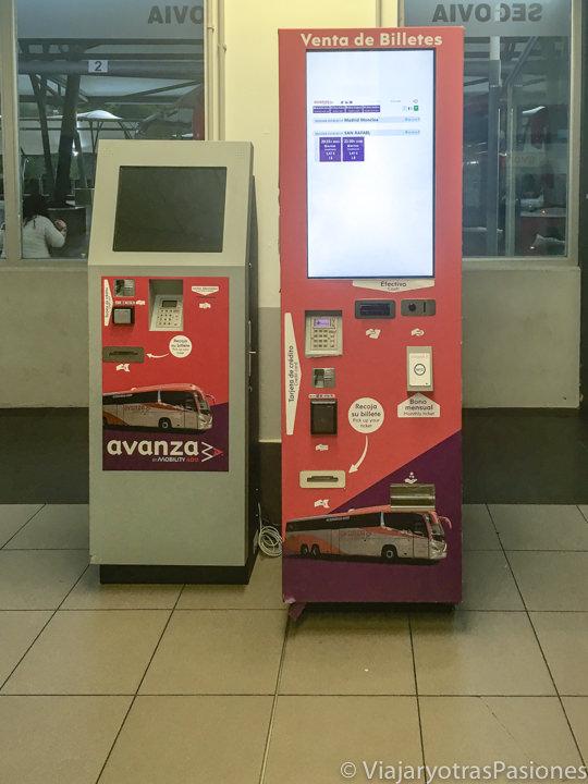 Venta automática de billetes en la estación de autobuses de Segovia, España