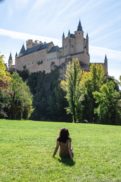 Panorama del espectacular Alcázar de Segovia, España