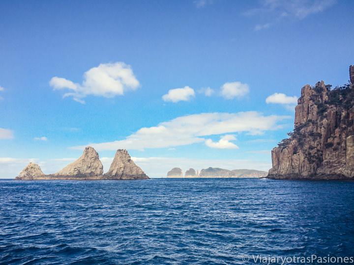 Maravilloso panorama de la costa de la Tasman Peninsula en Tasmania, Australia