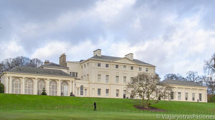 Bonita vista de la Kenwood House en el parque de Hampstead en el norte de Londres