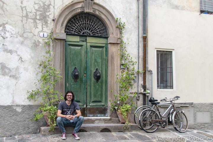 Bonito rincón en el centro de la ciudad de Lucca, Italia