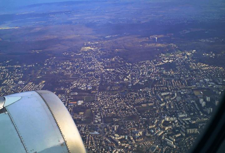 Aterrizaje en la ciudad de París en Francia