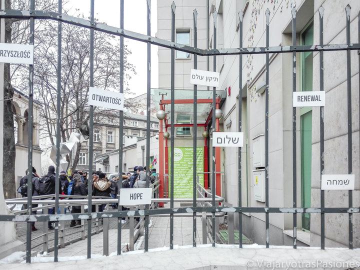 Exterior del Centro para la Cultura Judía Cafe Sara de Kazimierz en Cracovia, Polonia