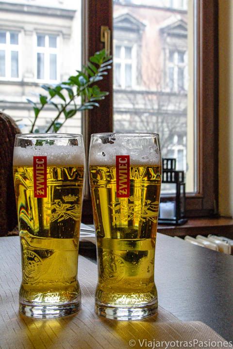 Vasos de cerveza Zweic en Cracovia, Polonia