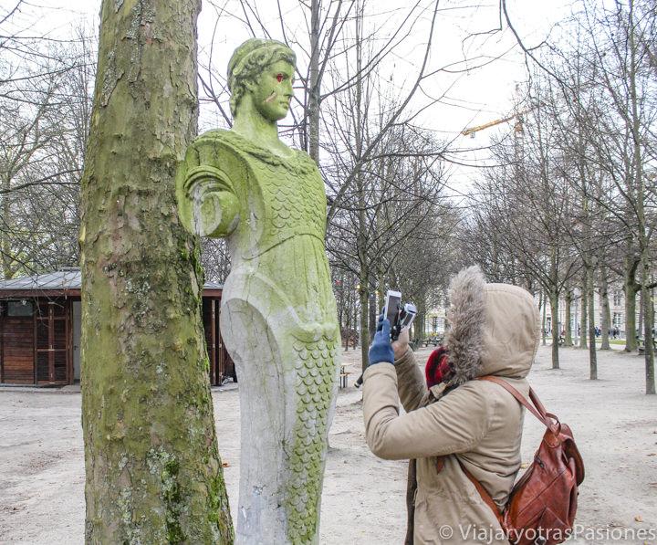 Imagen de una de las estatuas del Parque Real de Bruselas, en Bélgica