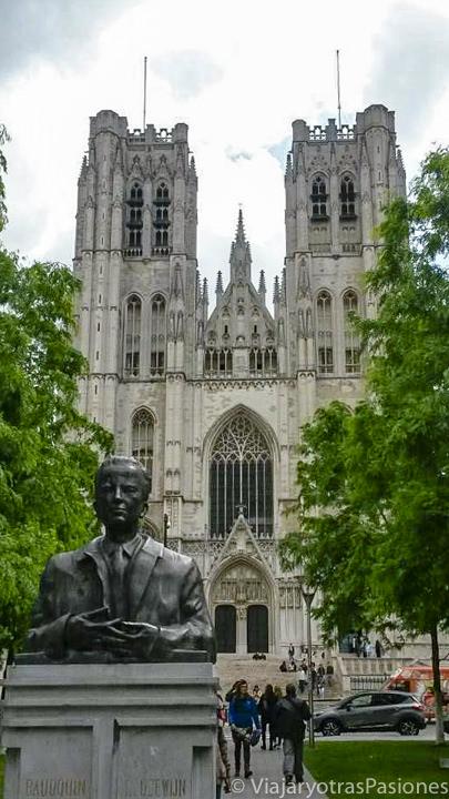 Fachada de la Catedral de San Miguel y Santa Gúdula de Bruselas, en Bélgica