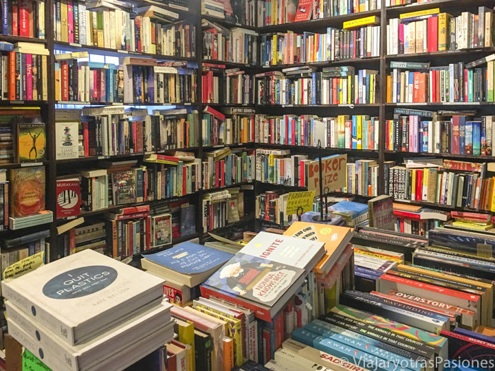 Interior de Gertrude and Alice Bookstore en Bondi Beach, Sydney