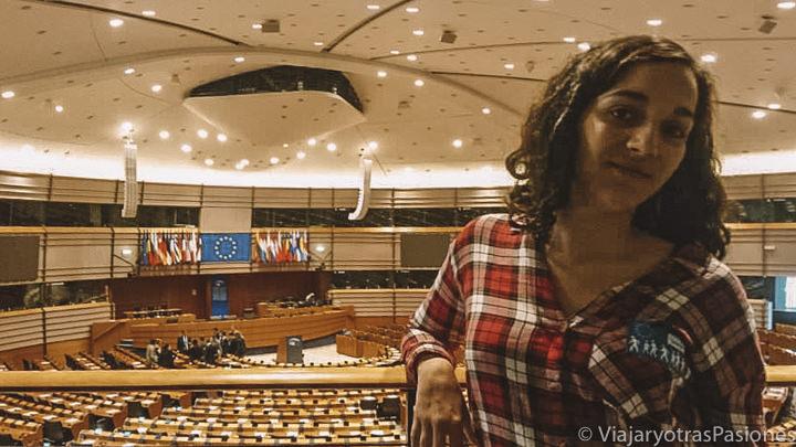 Vista del interior del Hemiciclo del Parlamento Europeo en Bruselas, Bélgica