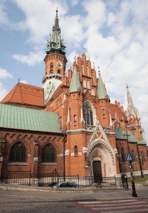 Impresionante exterior de la iglesia de San José en Podgorze, Cracovia