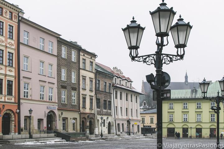 Bonita vista de la Plaza del Mercado Pequeño en Cracovia, Polonia
