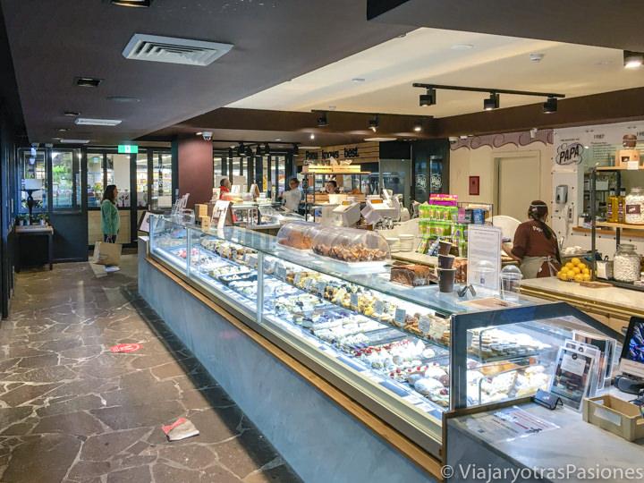 Interior de la famosa pasticceria Papa en Bondi Beach, Sydney