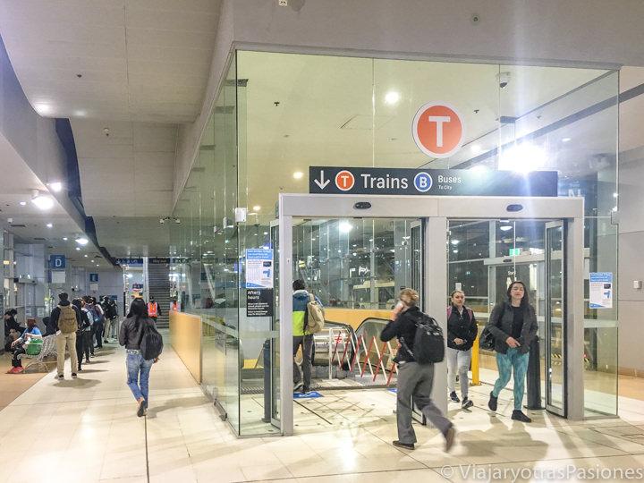 Interior de la estación de Bondi Junction en Sydney, Australia