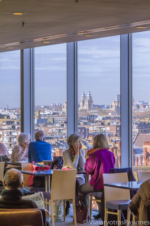 Espectacular vista desde la terraza de Peter Jones & Partners en el oeste de Londres, Inglaterra
