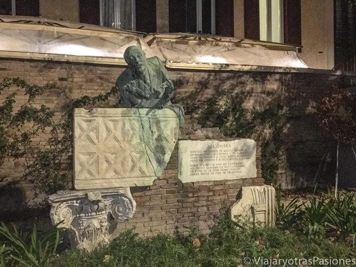 Estatua del famoso poeta romano Trilussa, en Trastevere