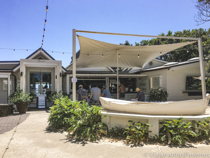 Entrada del cafe y restaurante The Beach en Byron Bay, Australia