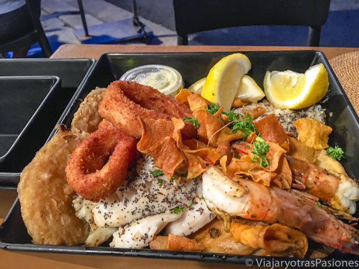 Delicioso Fish and Chips de Gourmet en Byron Bay, Australia