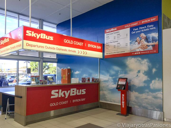 Taquilla de Sky Bus en el aeropuerto e Gold Coast en Australia