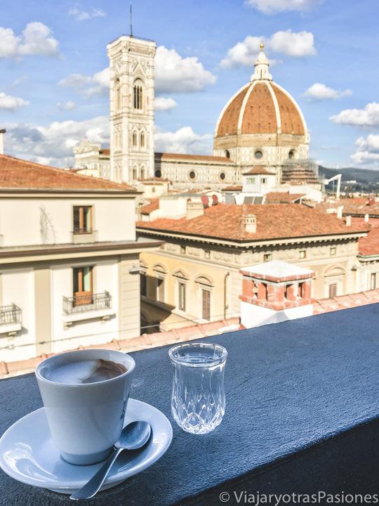 Increíble vista desde la terraza de la Rinascente en el centro de Florencia, Italia