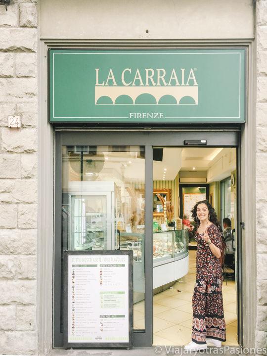 Entrada de la Gelateria Carraia en Florencia, Italia