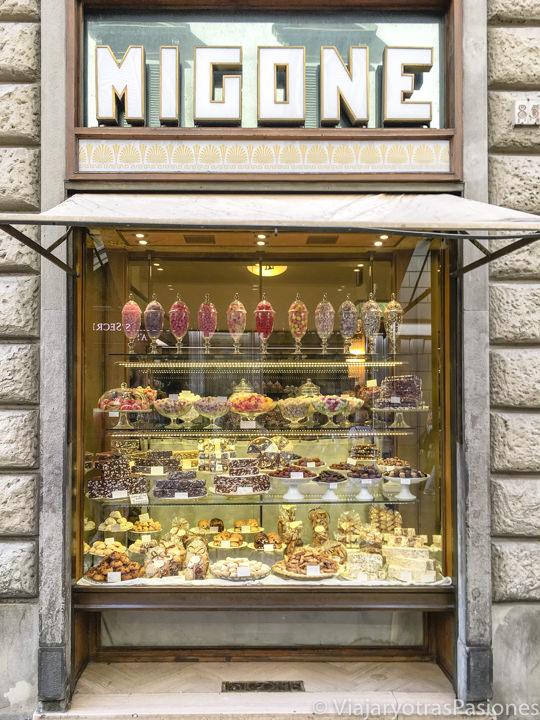 Bonito escaparate de la pastelería Migone, en Florencia