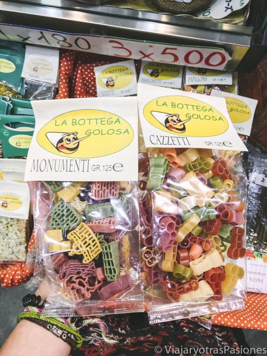 Típica pasta para regalar en el mercado central de Florencia, Italia